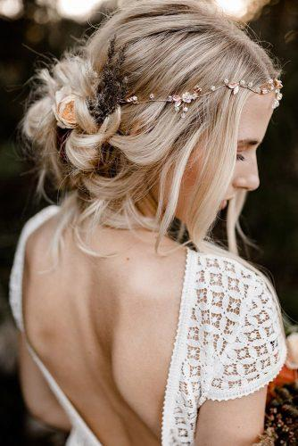 boho-wedding-hairstyles-messy-blonde-updo-with-loose-curls-and-flowers-kathiundchris