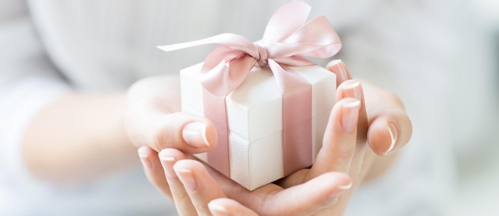 engagement gifts featured image