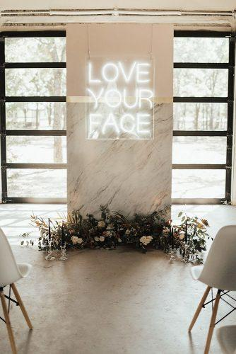 2019 wedding trends wedding altar with neon sign lauren nicole photography