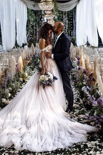 wedding aisle decoration ideas bohemian pampas grass and lilac flowers elisabettalillyred