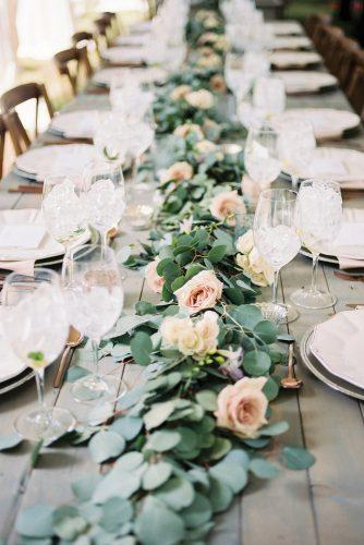 wedding-loft-decor-flowers-on-the-table-e-e-wedding-photography