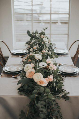 wedding-loft-decor-table-decor-with-flowers-love-sylvia-photography