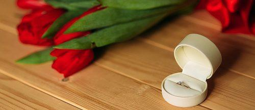 todays top engagement trends ring box flowers featured
