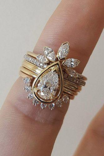 todays top engagement trends unique bands pear cut diamond gold