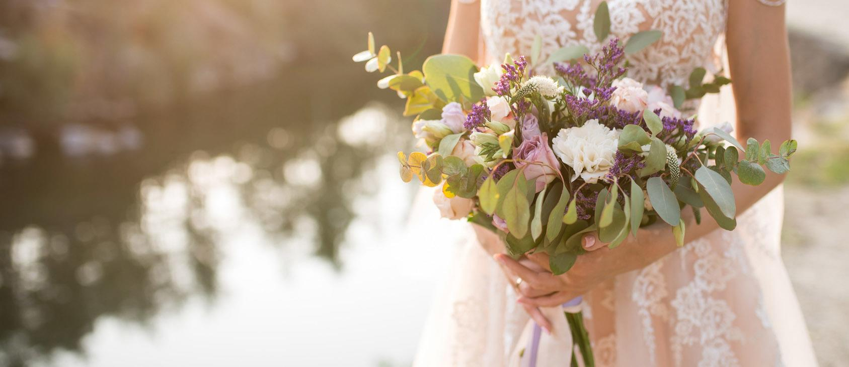 elegant wedding bouquets featured image