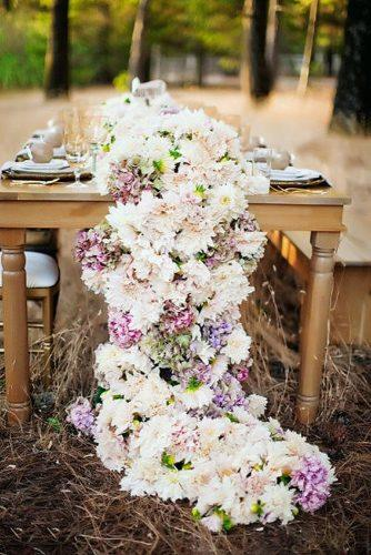 wedding trends 2019 dahlia flower white blush pink lilac tablerunner fancy pants wedding