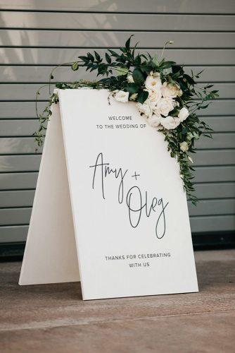 wedding trends 2019 minimalistic black white bridal welcome signs with white flowers and greenery anna duncan photography