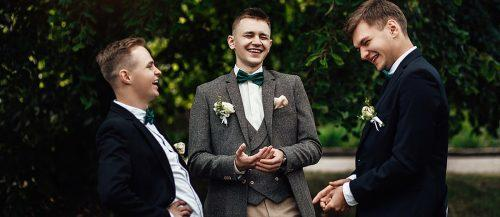 best man speech jokes groom and groomsmen laugh featured