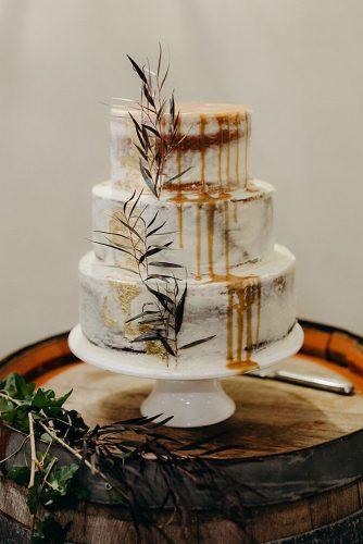 small rustic wedding naked with greenery and drips jansonsqcakes