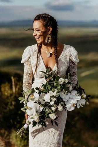 bohemian wedding photos bride with white bouquet laurkenkendall