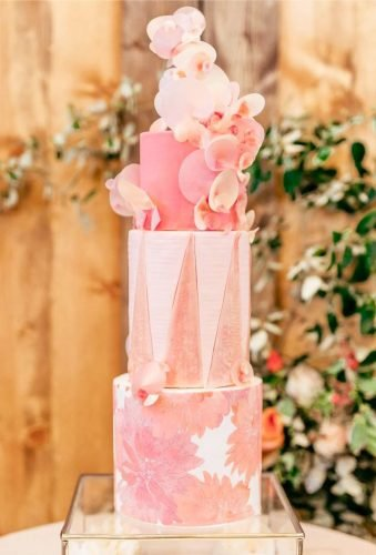 coral wedding decorations wedding cake megankayphotography