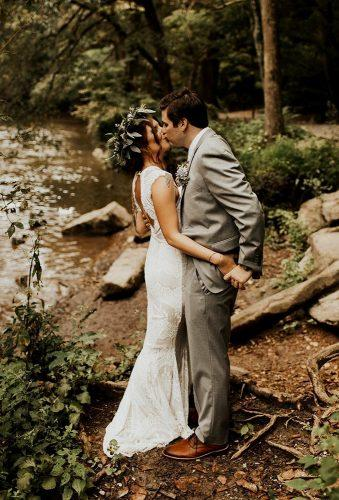 creative wedding kiss photos kiss in wood sjsmoooth