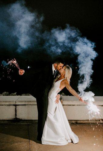 creative wedding kiss photos kiss with sparkler gracetphotography