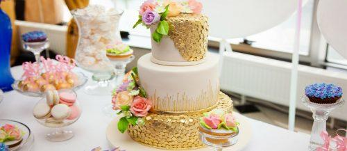 metallic wedding cake featured image