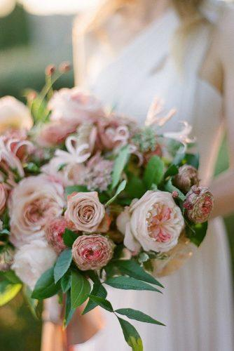 wedding colors 2019 dusty pink bouquet with roses and leaves gregfinck