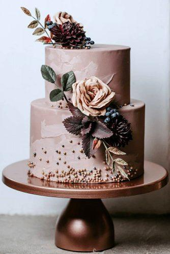 wedding colors 2019 dusty pink cake with roses and leaves breannawhite_photo