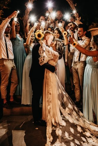 wedding music newlyweds kiss last dance