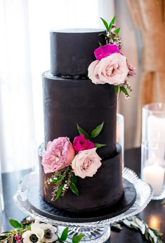 black wedding cake rustic wedding cake kristinaleephotography