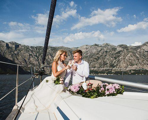 how much to spend on a wedding gift luxury wedding on the yacht bride and groom
