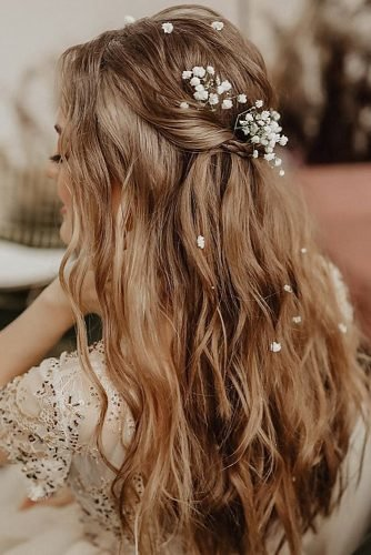 rustic wedding hairstyles textured beach wavy half up half down with baby breath nadi_lanova