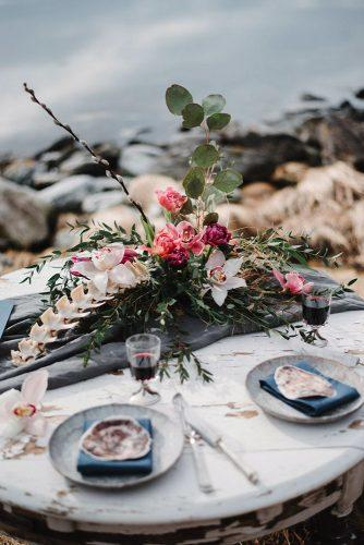 silver sage wedding table with bright tropical flowers and tablerunner anouk fotografeert