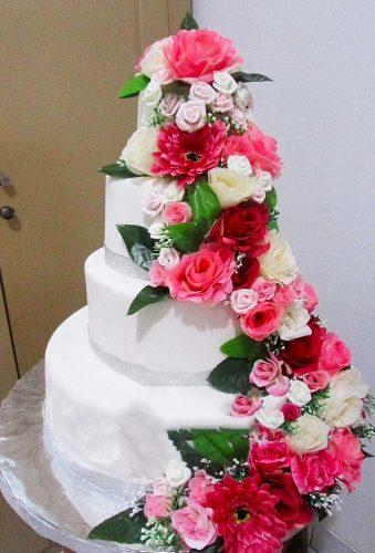 spring wedding cakes red flower on cake merlincakes