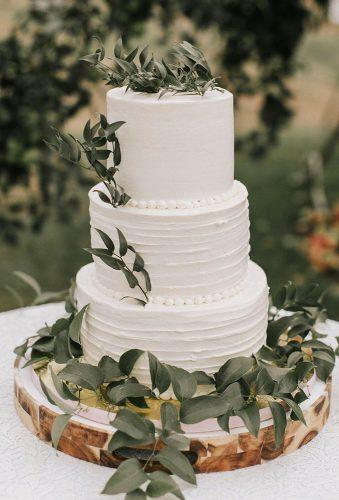 spring wedding cakes small greenery cake jamiemercuriophoto