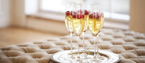 wedding alcohol calculator champagne flutes serving featured