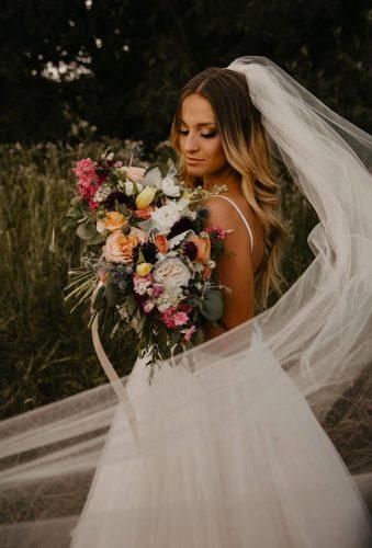 wedding photos bride with big bouquet ashtonleigh photo