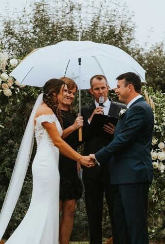 wedding photos wedding ceremony under umbrella katiegriffphoto