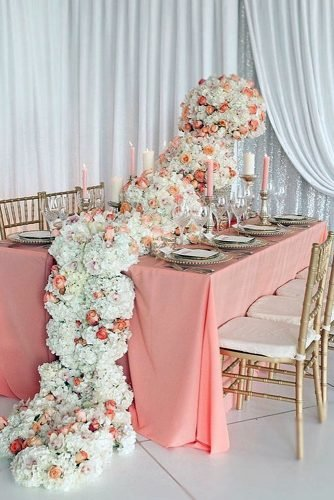 wedding trends 2019 coral table with tall centerpiece flower tablerunner belluxe photography