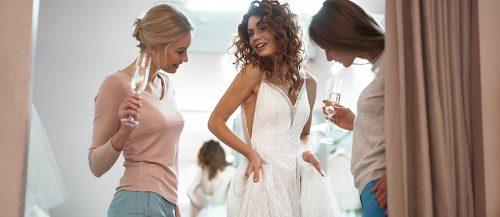bridal expo 2019 future bride with friends choose dress