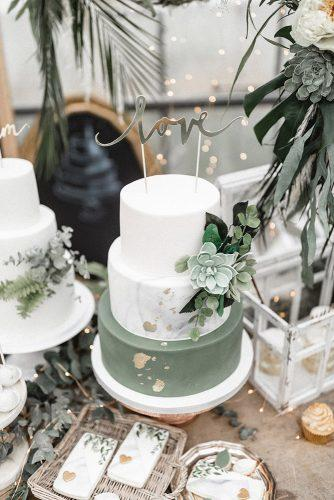 sage green wedding cake white grey marble succulents and gold foil effect andreas nusch hochzeitsfotografie