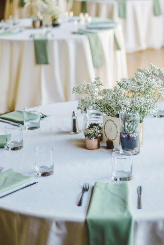 sage green wedding minimalist table with baby breath and succulent centerpiece apollofotografie
