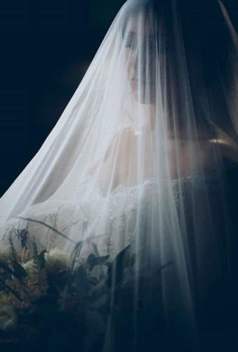 wedding photographers bride under veil lscarfiotti