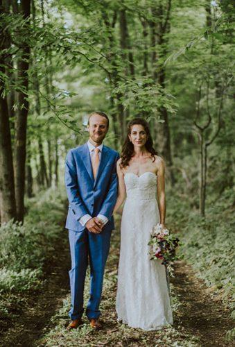 wedding photographers couple in wood Amber Gress photography