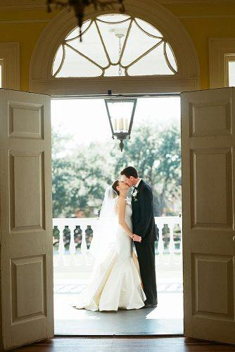 wedding photographers door view romantic kiss lizbanfield