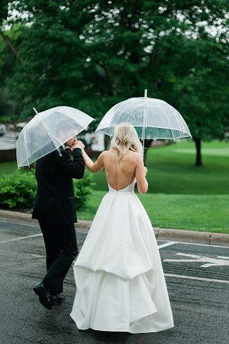 wedding photographers newlyweds at the rainy day melissaoholendt