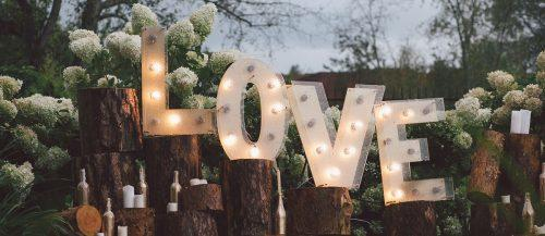 whimsical wedding decor ideas featured image