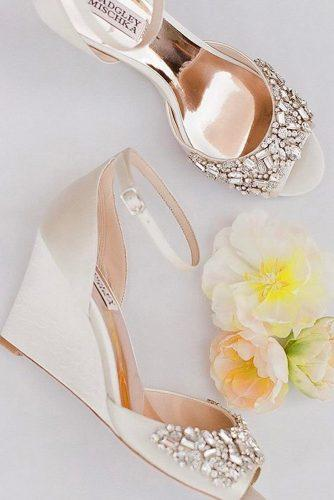 gorgeous bridal shoes wedge for beach with stones badgleymischka