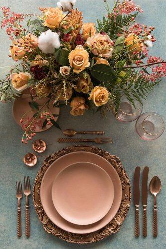 rust wedding color table décor in vintage style with flower centerpiece casadeperrin