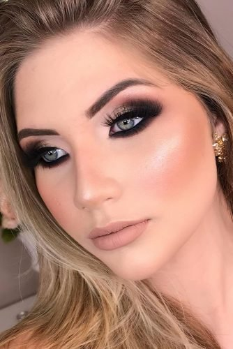 simple wedding makeup dark and gold smokey eyes with long lashes danylimamakeup