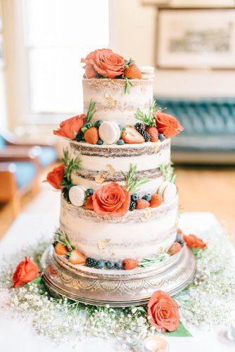 summer wedding trends naked cake coral roses and strawberry berries matt ethan photography