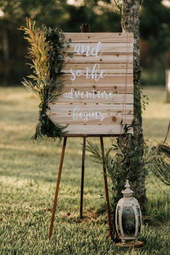 summer wedding trends outdoor wooden sign decoraed with greenery raeleigh photography