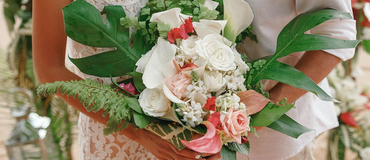 tropical wedding bouquets featured image