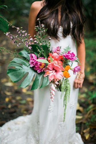 tropical wedding bouquets simple bouquet Anna Gomes Photo