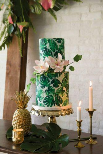 tropical wedding cake trends tripical leaf and flowers studiobaronphoto