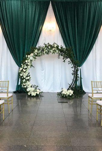 velvet wedding decor green vwelvet near arch swankyoccasions