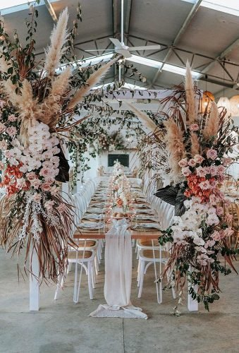 boho wedding trends pampas grass reception decor theevokecompany