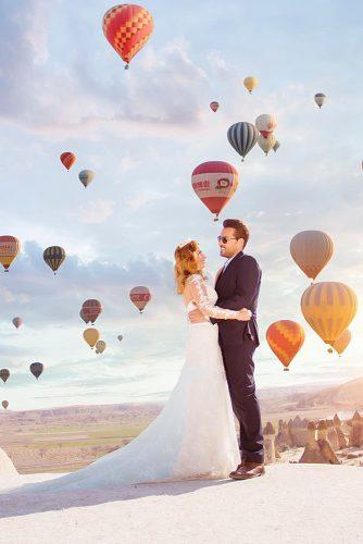 cappadocia wedding photos newlyweds in front of balloons